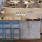 Décoration d'un bar - Parement bois Cocomosaic White Patina