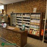 Agencement magasin avec Cocomosaic - Parement bois Cocomosaic White Patina
