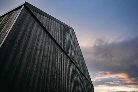 mur extérieur en bois brûlé